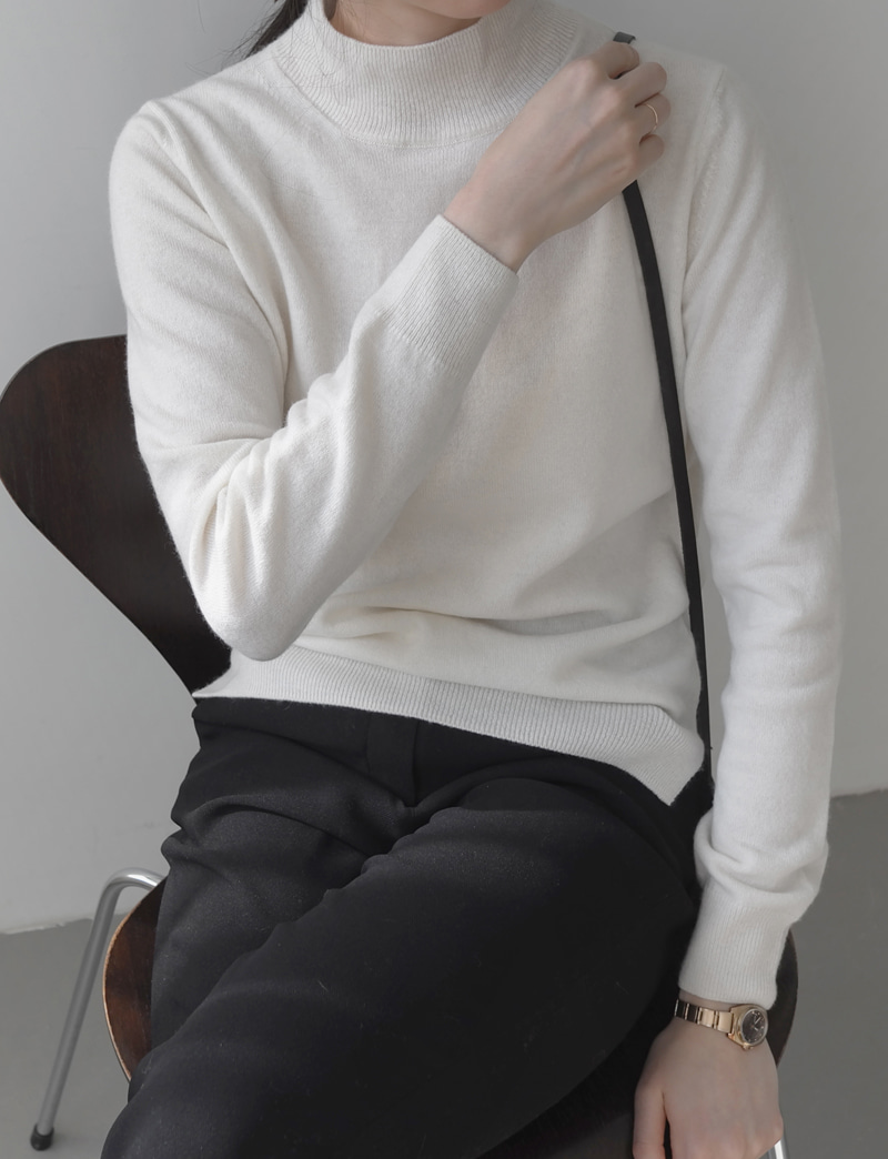 MOCK NECK KNIT